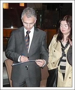 Peter Feldmann unterzeichnet Petition