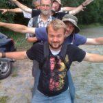 Am Berliner Ring: Klaus (ganz hinten) beflügelt unseren Marsch.