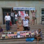 Vor dem Petitionsausschuss, nach der Übergabe von 27.000 Unterschriften: Die KAB und Occupy:Occupy. Sabine und Heiner sind aus Unkel (nahe Bonn) sind gestern Abend zu uns gestossen. Auch Katja und Stefan aus Bremerhaven waren wieder dabei.